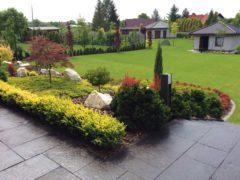 ogród na wzniesieniu