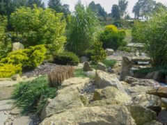 Kamienie ogrodowe na skarpie Orzesze